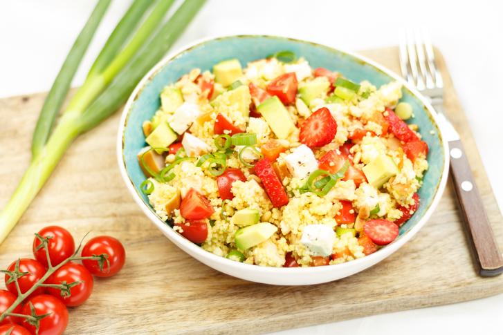 Couscous salade met gerookte kip en feta