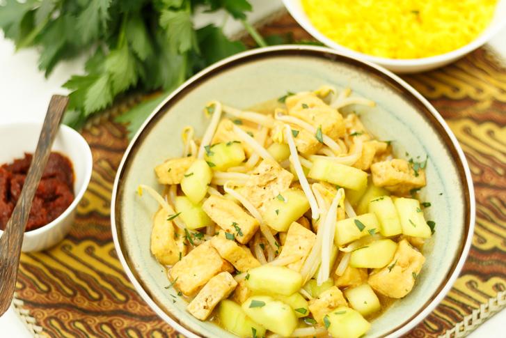 Recept ketoprak, vegetarische maaltijd met tofu