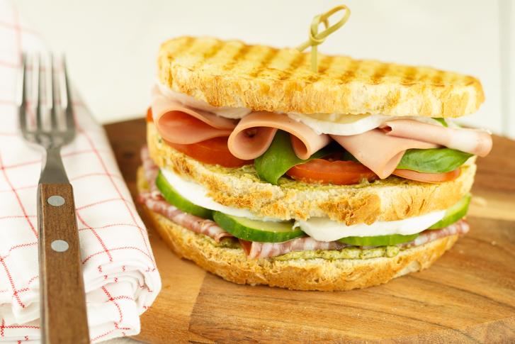 Italiaanse sandwich maken