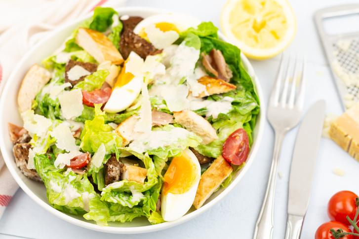 Caesar salad recept