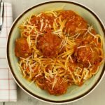 Pasta met balletjes in tomatensaus