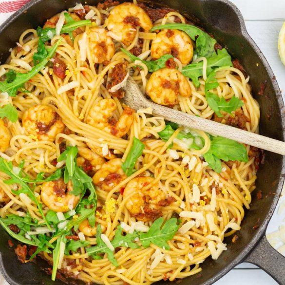 Spaghetti met garnalen en rucola