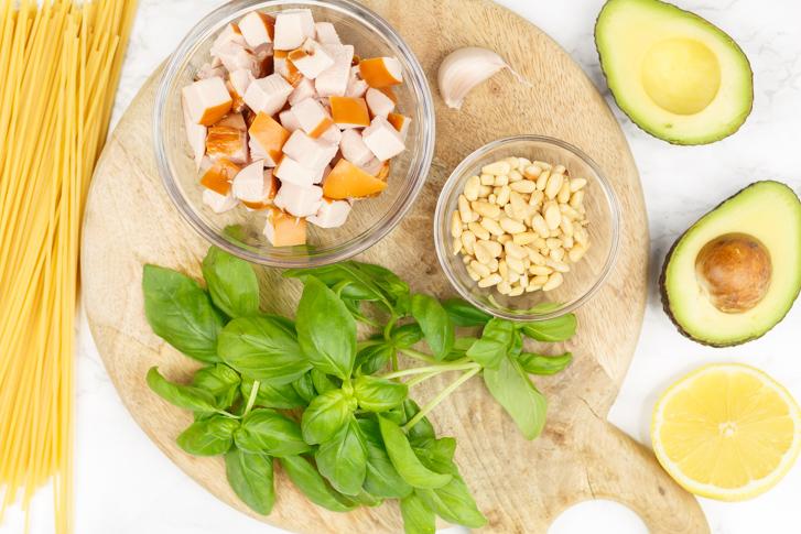 Pasta met avocadopesto ingrediënten