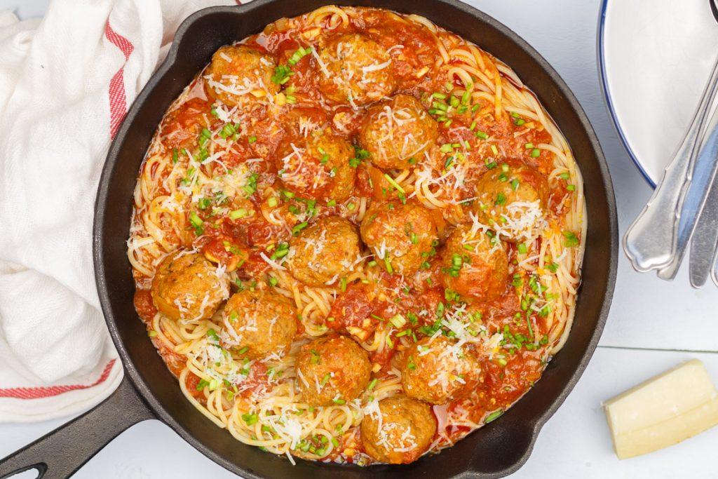 Spaghetti met balletjes in tomatensaus