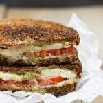 Gegrilde sandwich caprese