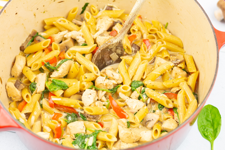 Pasta kip champignons roomsaus
