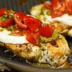 Gegrilde kip met pesto en mozzarella