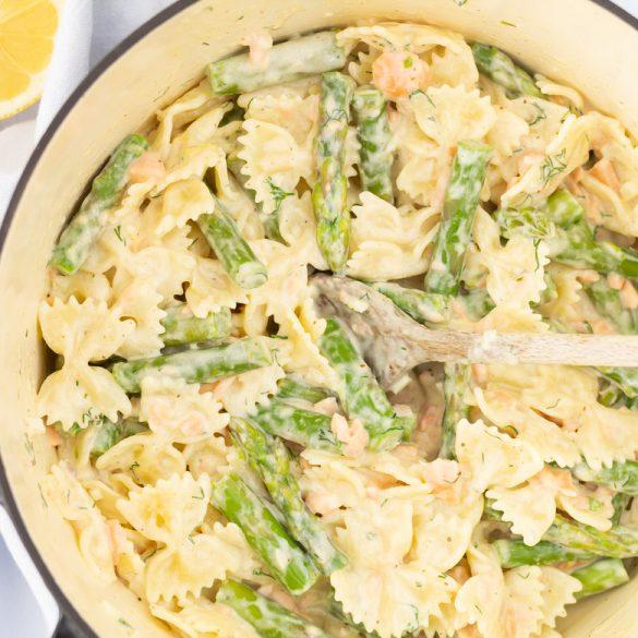 Pasta met asperges en zalm