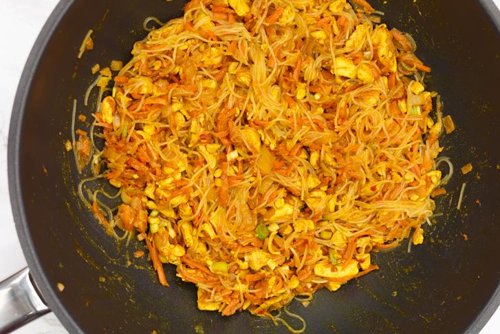 Vulling Indische pasteitjes met kip