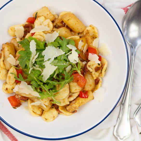 Pasta met witte asperges en spekjes