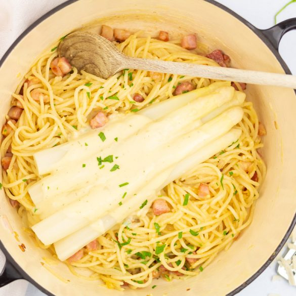 Pasta met witte asperges en pancetta
