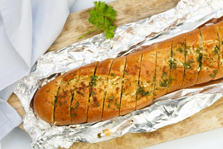 Stokbrood met knoflookboter uit de oven