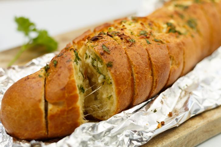 Geroosterd stokbrood met knoflookboter