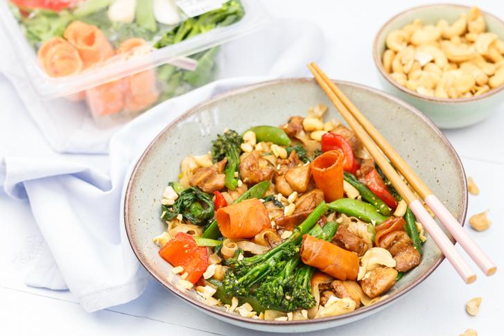 Aziatische groente met kip en noedels