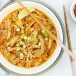 Aziatische noedelsoep met kip