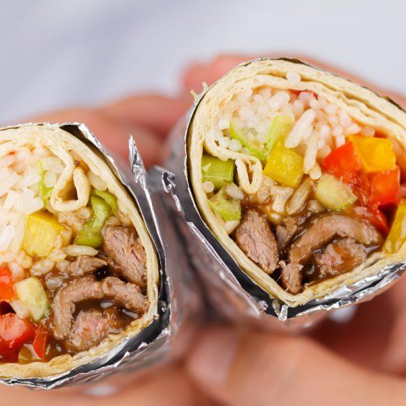 Aziatische wrap met biefstukreepjes in sojasaus