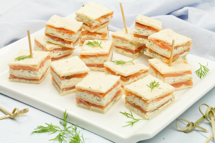 Mini sandwiches met gerookte zalm
