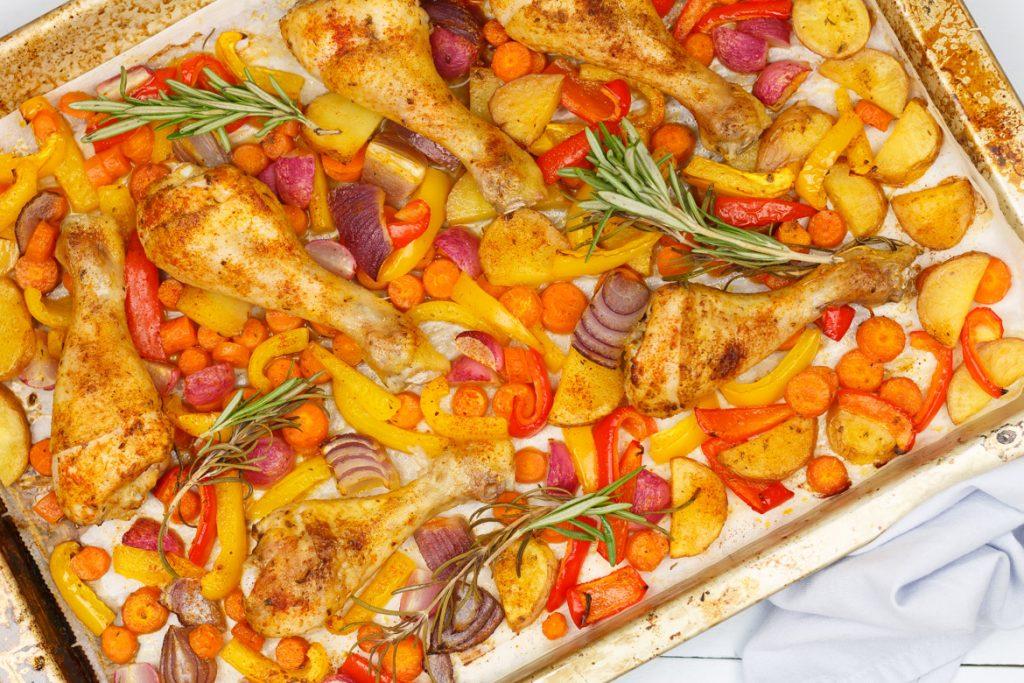 Provençaalse ovenschotel met kip, groenten en aardappeltjes