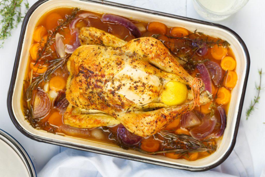Hele gevulde kip in witte wijn