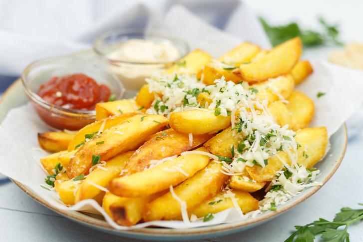 Verse friet met Parmezaanse kaas