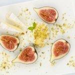 Vijgen met ricotta camembert en pistache
