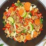 Biefstukreepjes met groenten in teriyakisaus