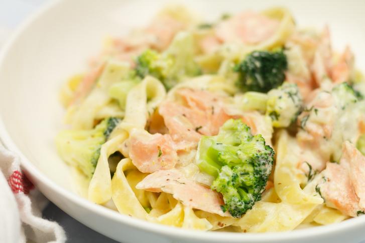 Pasta met zalm en broccoli