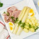 Witte asperges met ham en botersaus