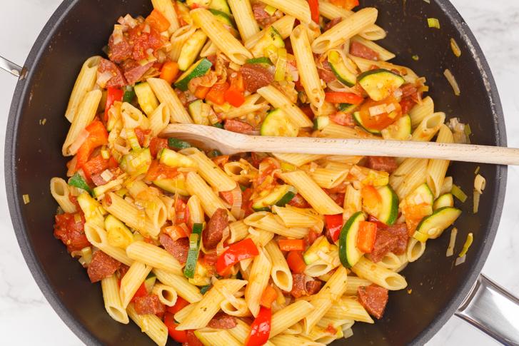 Pasta chorizo en groenten