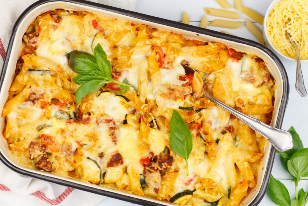 Pasta ovenschotel met groenten en chorizo