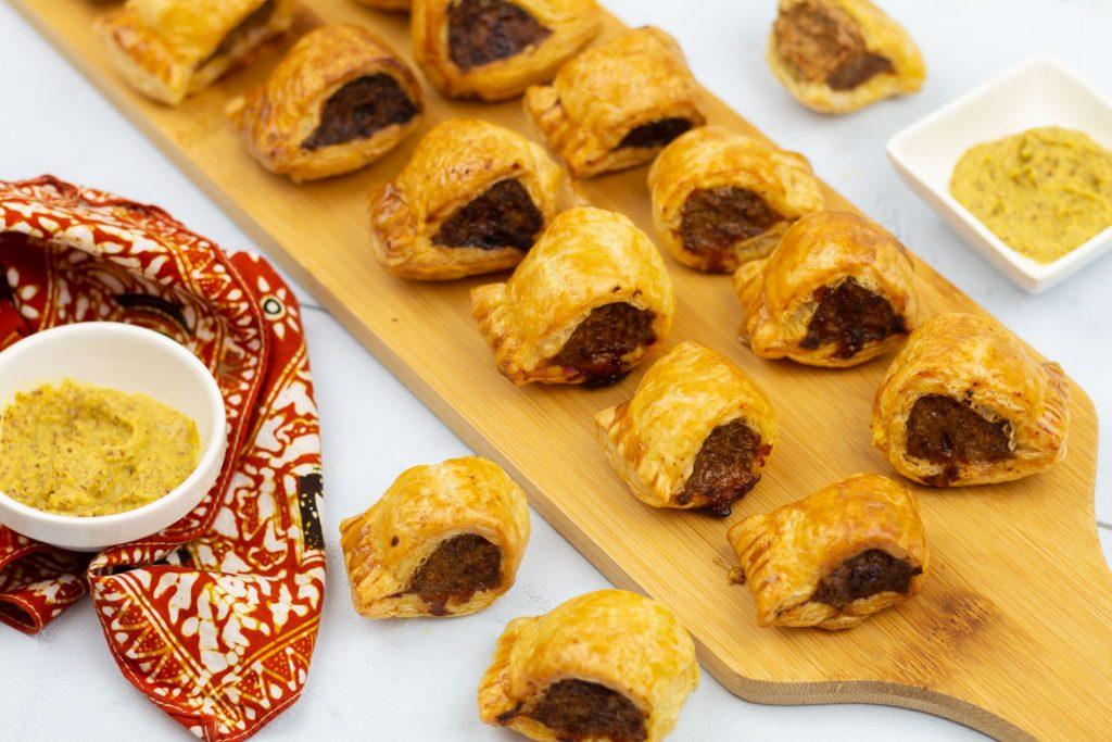 Indische mini saucijzenbroodjes