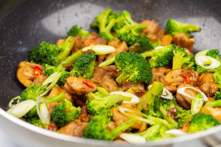 Wokgerecht kip met broccoli